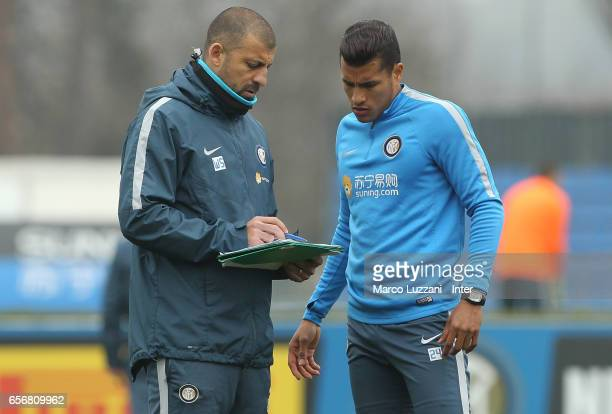 Jeison Murillo speaks to FC Internazionale Milano assistant coach Walter Samuel during the FC Internazionale training session at the club's training...