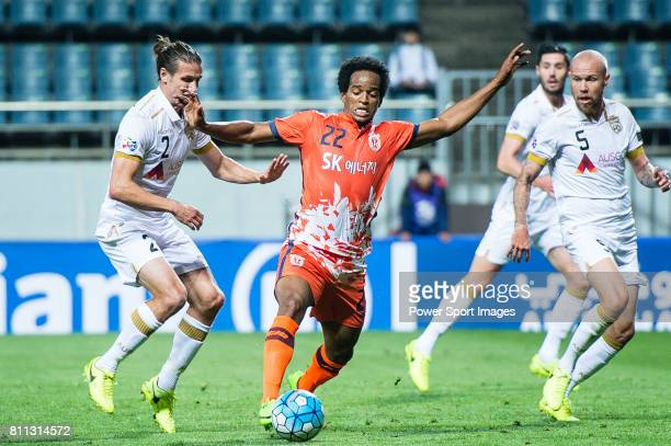 Jeju United Forward Magno Da Cruz fights for the ball with Adelaide United Defender Michael Marrone during the AFC Champions League 2017 Group Stage...
