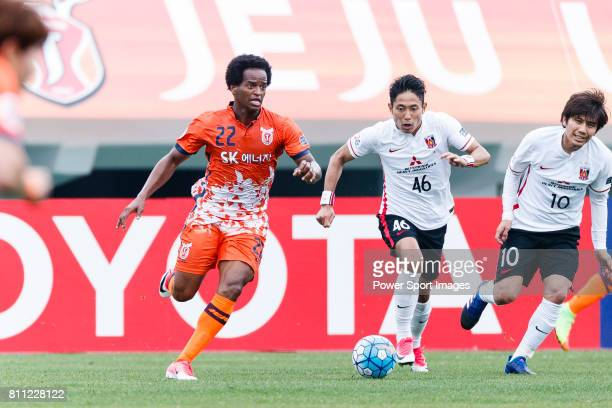 Jeju United Forward Magno Da Cruz fights for the ball with Urawa Reds Defender Moriwaki Ryota during the AFC Champions League 2017 Round of 16 match...