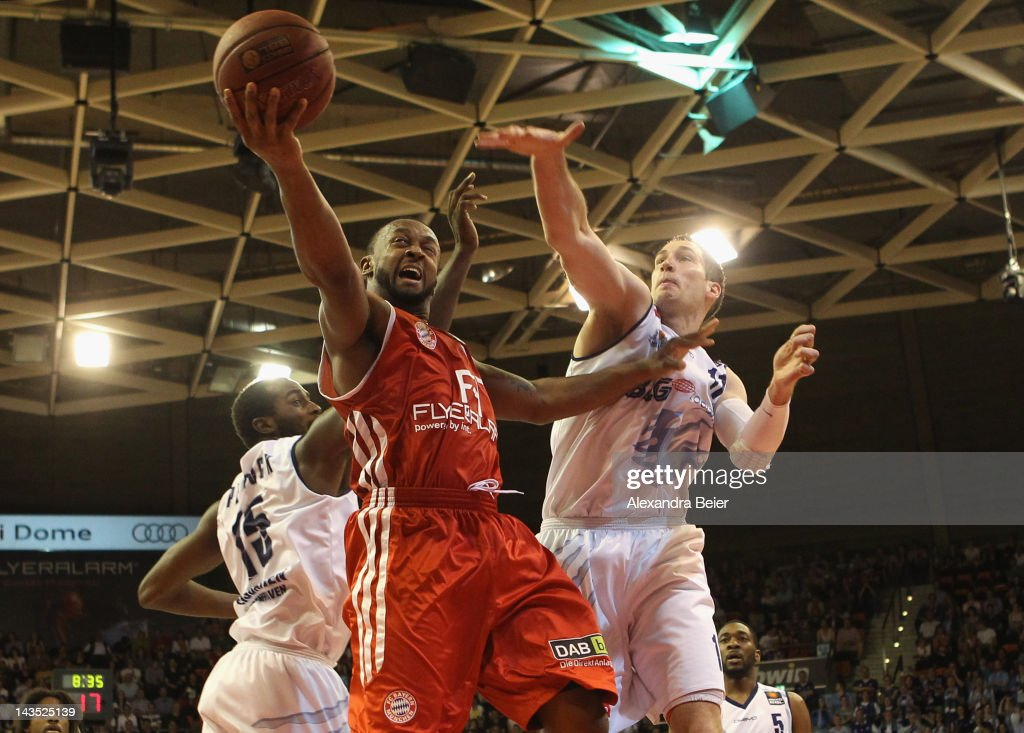 Je'Kel Foster of Muenchen fights for the ball with Zachery Peacock and Chris McNaughton of Bremerhaven during the Beko Basketball match between FC...