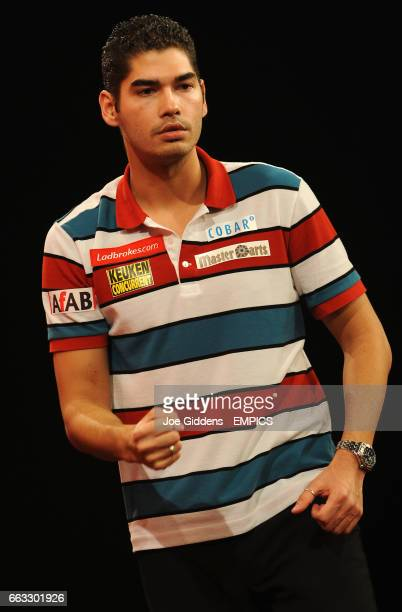 Jelle Klassen celebrates victory over Andy Hamilton after their third round match