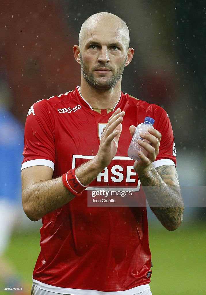 <a gi-track='captionPersonalityLinkClicked' href=/galleries/search?phrase=Jelle+Van+Damme&family=editorial&specificpeople=645752 ng-click='$event.stopPropagation()'>Jelle Van Damme</a> of Standard de Liege thanks the supporters after the UEFA Europa League play off round 2nd leg between Standard Liege and Molde FK at Stade Maurice Dufrasne, aka Stade de Sclessin on August 27, 2015 in Liege, Belgium.
