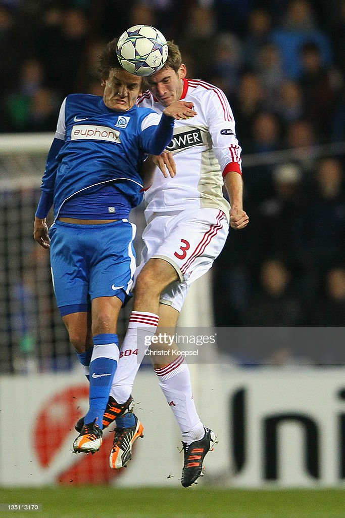 <a gi-track='captionPersonalityLinkClicked' href=/galleries/search?phrase=Jelle+Vossen&family=editorial&specificpeople=5881854 ng-click='$event.stopPropagation()'>Jelle Vossen</a> of Genk and <a gi-track='captionPersonalityLinkClicked' href=/galleries/search?phrase=Stefan+Reinartz&family=editorial&specificpeople=2244849 ng-click='$event.stopPropagation()'>Stefan Reinartz</a> of Leverkusen go up for a header during the UEFA Champions League group E match between KRC Genk and Bayer 04 Leverkusen at Cristal Arena on December 6, 2011 in Genk, Belgium.