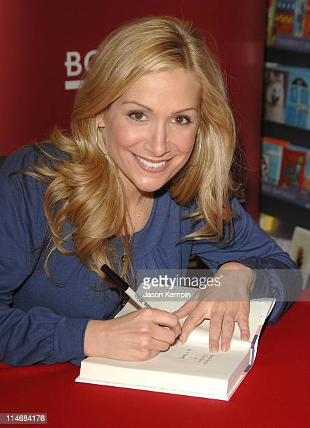 Jen Schefft during Jen Schefft Signs Copies Of Her New Book 'Better Single Than Sorry' January 26 2007 at Borders Penn Plaza in New York City New...