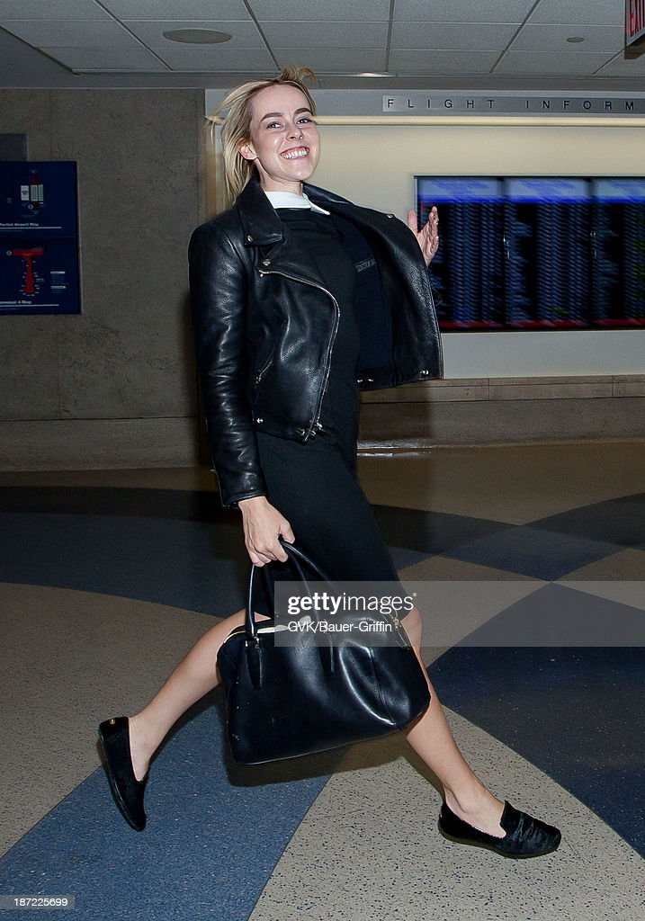 <a gi-track='captionPersonalityLinkClicked' href=/galleries/search?phrase=Jena+Malone&family=editorial&specificpeople=216548 ng-click='$event.stopPropagation()'>Jena Malone</a> is seen arriving at LAX airport on November 06, 2013 in Los Angeles, California.