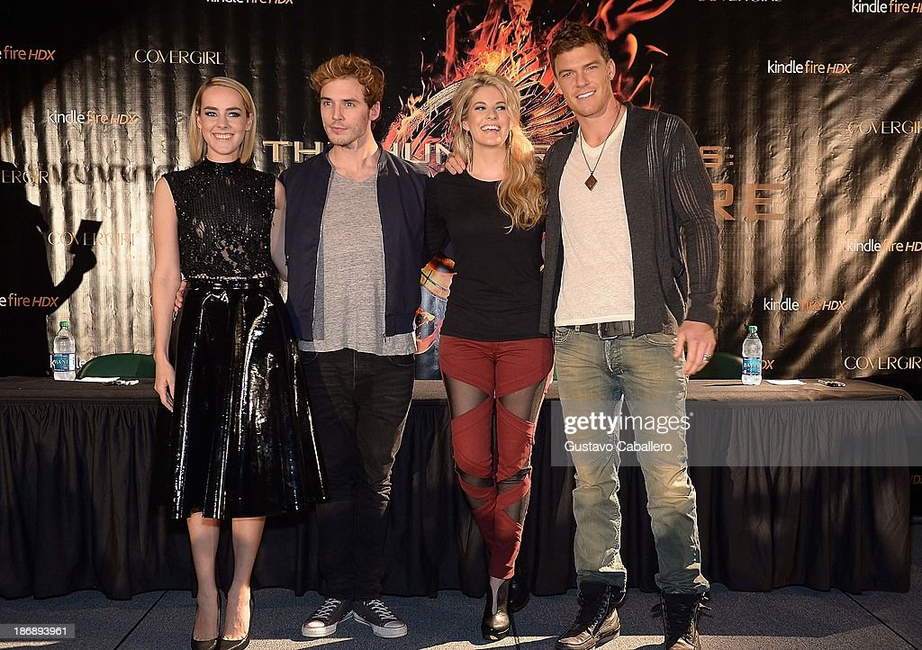 Jena Malone Sam Claflin Stephanie Leigh Schlund and and Alan Ritchson attend 'The Hunger Games Catching Fire' Victory Tour at Bank United Center on...