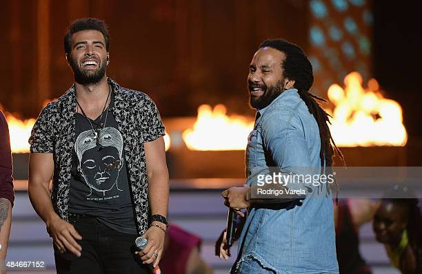 Jencarlos Canela and KyMani Marley perform onstage at Telemundo's 'Premios Tu Mundo' Awards 2015 at American Airlines Arena on August 20 2015 in...