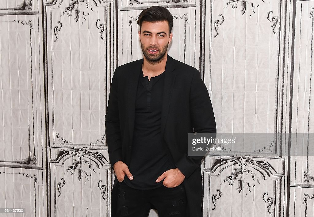 <a gi-track='captionPersonalityLinkClicked' href=/galleries/search?phrase=Jencarlos+Canela&family=editorial&specificpeople=4290761 ng-click='$event.stopPropagation()'>Jencarlos Canela</a> attends AOL Build to discuss his career at AOL Studios on May 26, 2016 in New York City.