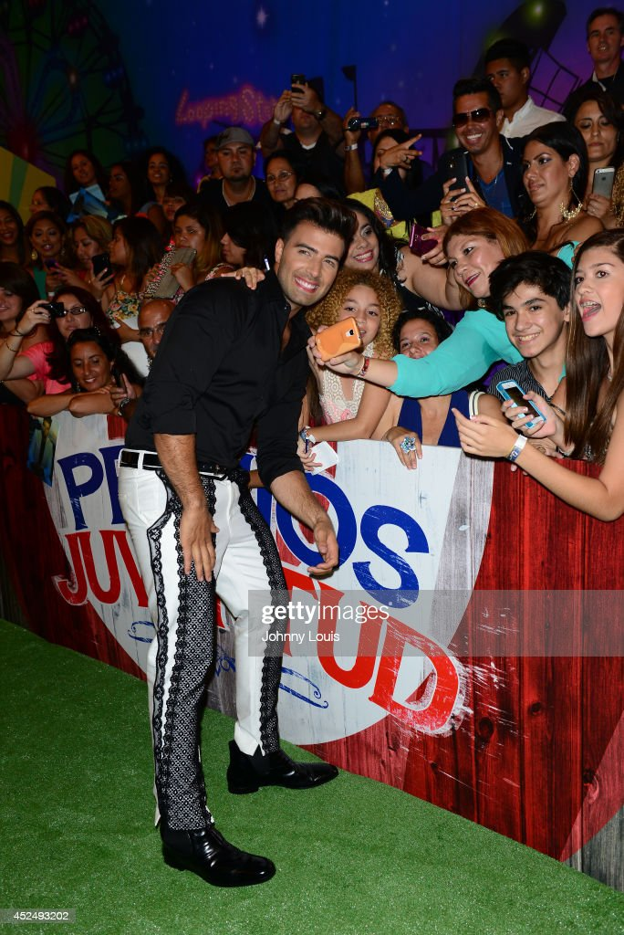 <a gi-track='captionPersonalityLinkClicked' href=/galleries/search?phrase=Jencarlos+Canela&family=editorial&specificpeople=4290761 ng-click='$event.stopPropagation()'>Jencarlos Canela</a> attends the Premios Juventud 2014 Awards at Bank United Center on July 17, 2014 in Miami, Florida.