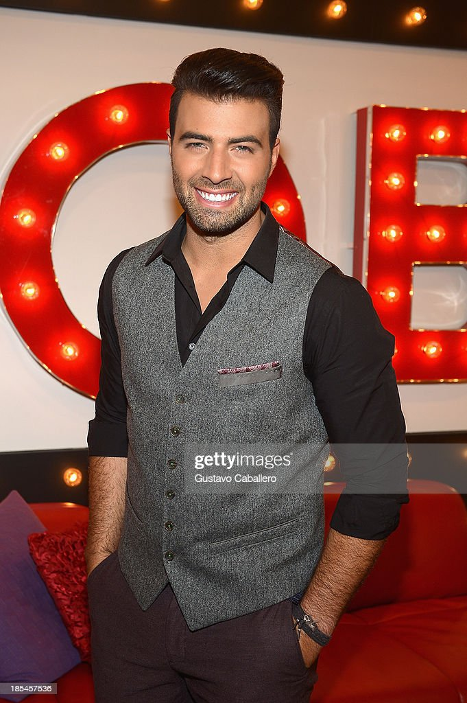<a gi-track='captionPersonalityLinkClicked' href=/galleries/search?phrase=Jencarlos+Canela&family=editorial&specificpeople=4290761 ng-click='$event.stopPropagation()'>Jencarlos Canela</a> attends the set of Mira Quien Baila at Univision Headquarters on October 20, 2013 in Miami, Florida.