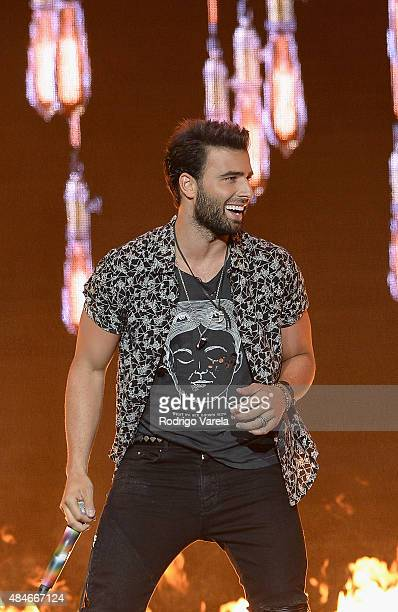 Jencarlos Canela performs onstage at Telemundo's 'Premios Tu Mundo' Awards 2015 at American Airlines Arena on August 20 2015 in Miami Florida