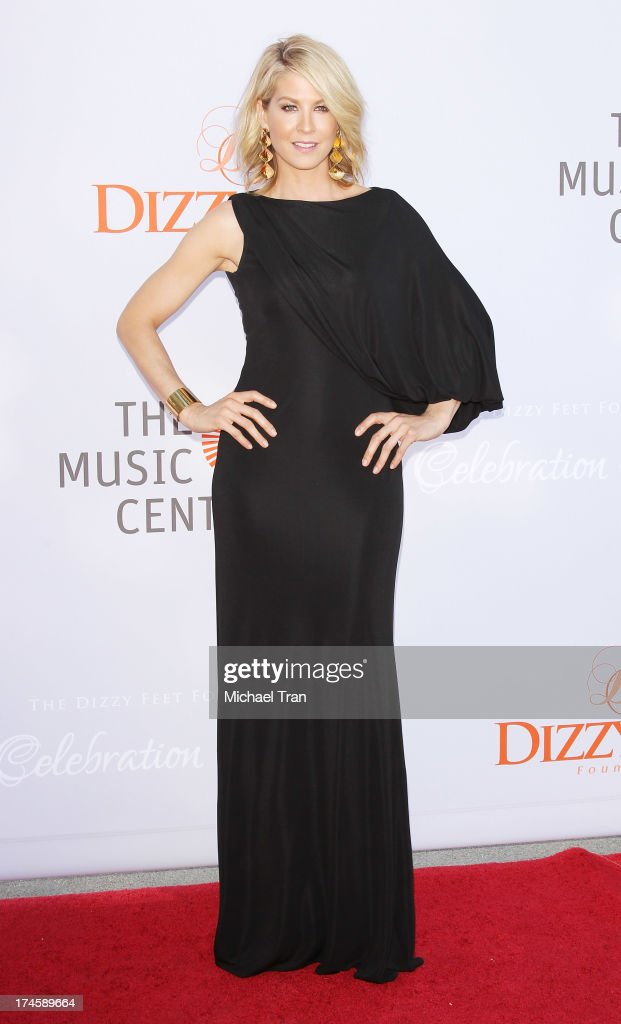 <a gi-track='captionPersonalityLinkClicked' href=/galleries/search?phrase=Jenna+Elfman&family=editorial&specificpeople=204782 ng-click='$event.stopPropagation()'>Jenna Elfman</a> arrives at the Dizzy Feet Foundation's 3rd Annual Celebration of Dance Gala held at Dorothy Chandler Pavilion on July 27, 2013 in Los Angeles, California.