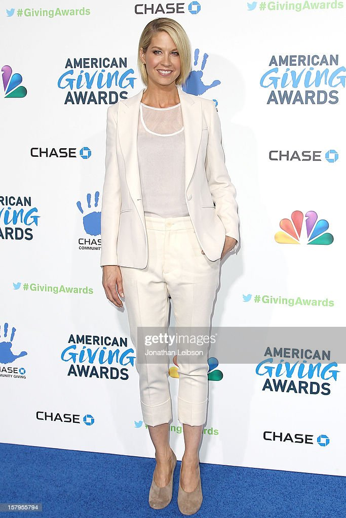 Jenna Elfman attends the 2nd Annual American Giving Awards - Arrivals at Pasadena Civic Auditorium on December 7, 2012 in Pasadena, California.