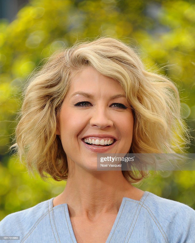 Jenna Elfman visits Extra at The Grove on February 14, 2013 in Los Angeles, California.