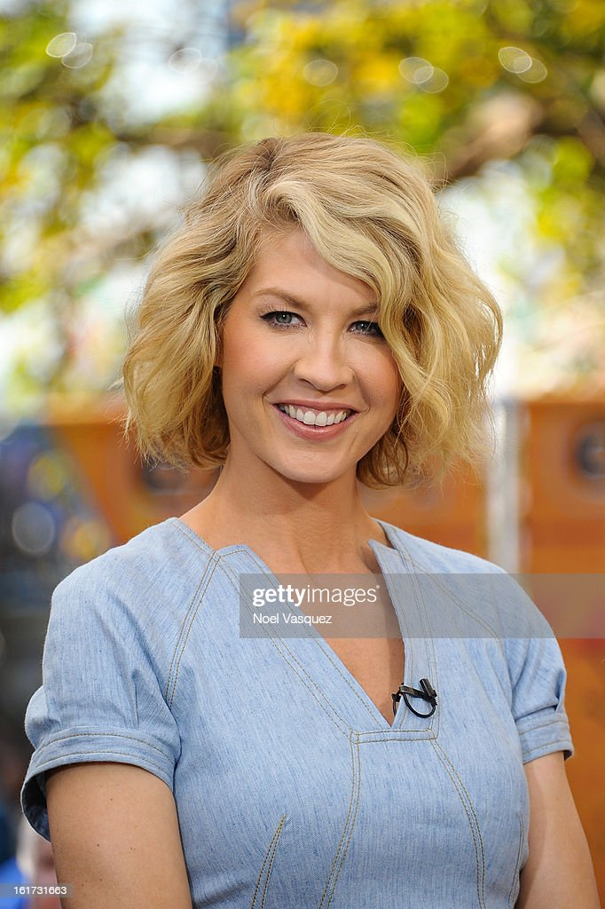 <a gi-track='captionPersonalityLinkClicked' href=/galleries/search?phrase=Jenna+Elfman&family=editorial&specificpeople=204782 ng-click='$event.stopPropagation()'>Jenna Elfman</a> visits Extra at The Grove on February 14, 2013 in Los Angeles, California.