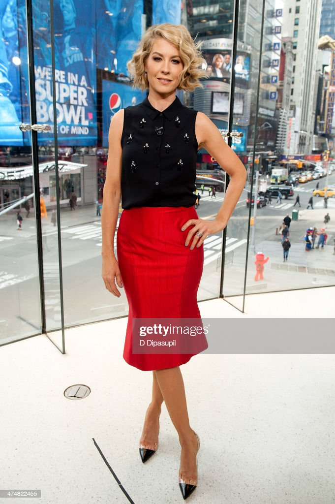 Jenna Elfman visits 'Extra' at their HM Studio in Times Square on February 25 2014 in New York City