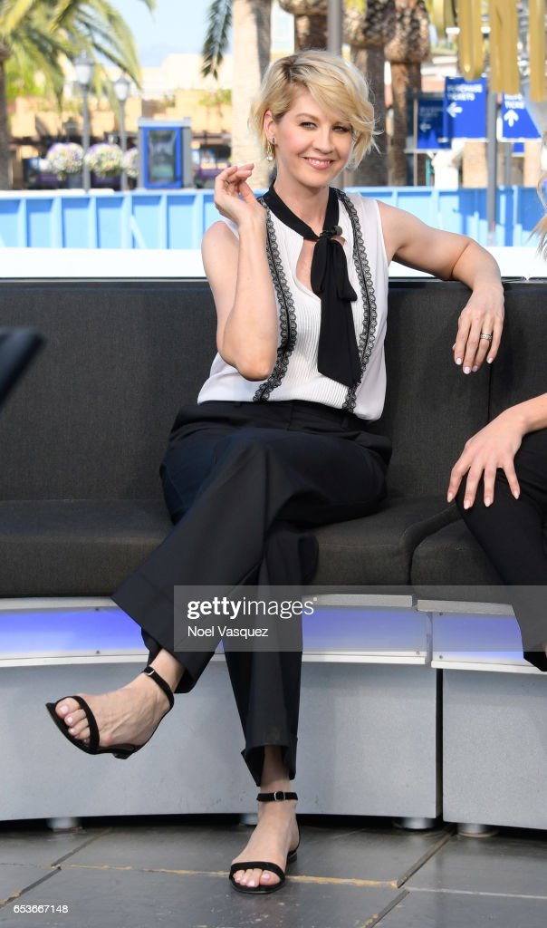 Jenna Elfman visits 'Extra' at Universal Studios Hollywood on March 15, 2017 in Universal City, California.