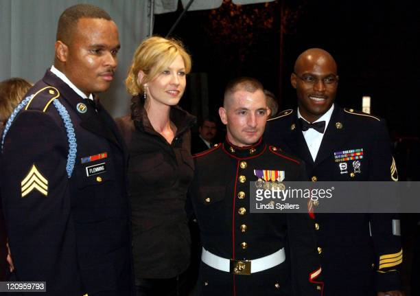 Jenna Elfman with three members of the military wounded in the war with Iraq