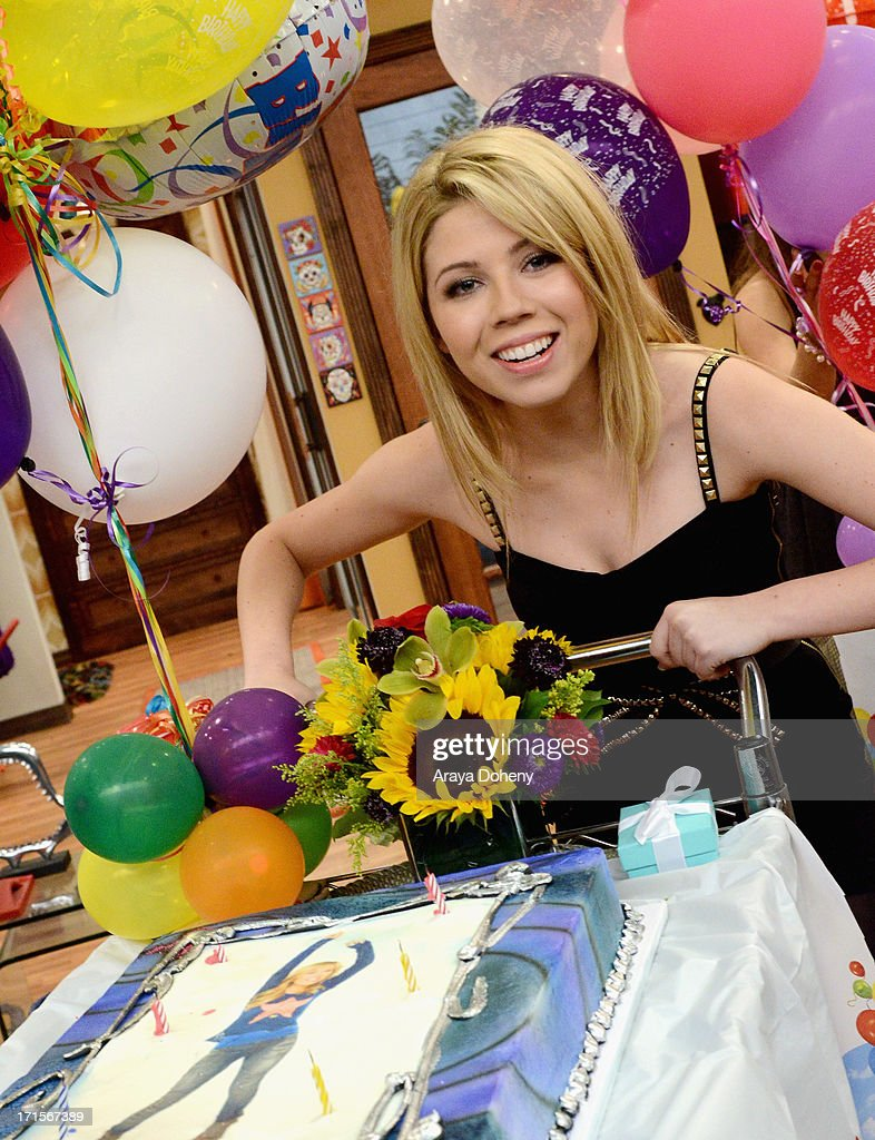 <a gi-track='captionPersonalityLinkClicked' href=/galleries/search?phrase=Jennette+McCurdy&family=editorial&specificpeople=2851877 ng-click='$event.stopPropagation()'>Jennette McCurdy</a> and <a gi-track='captionPersonalityLinkClicked' href=/galleries/search?phrase=Ariana+Grande&family=editorial&specificpeople=5586219 ng-click='$event.stopPropagation()'>Ariana Grande</a> celebrated their birthdays on the set of Nickelodeon's Sam & Cat, starring <a gi-track='captionPersonalityLinkClicked' href=/galleries/search?phrase=Jennette+McCurdy&family=editorial&specificpeople=2851877 ng-click='$event.stopPropagation()'>Jennette McCurdy</a> and <a gi-track='captionPersonalityLinkClicked' href=/galleries/search?phrase=Ariana+Grande&family=editorial&specificpeople=5586219 ng-click='$event.stopPropagation()'>Ariana Grande</a> on June 26, 2013 in Los Angeles, California.