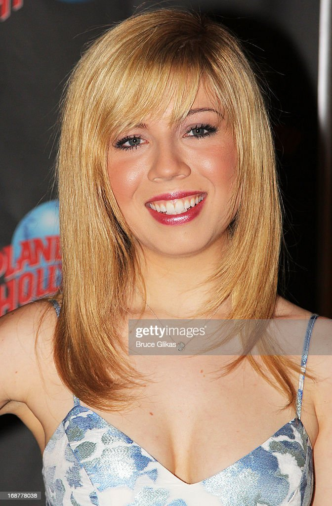 Jennette McCurdy promotes Nickelodeon's 'Sam & Cat' at Planet Hollywood Times Square on May 14, 2013 in New York City.