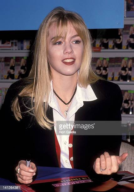 Jennie Garth at the Jennie Garth Signs Copies of Her Exercise Video 'Jennie Garth's Body in Progress' Music Plus Record Store Sherman Oaks