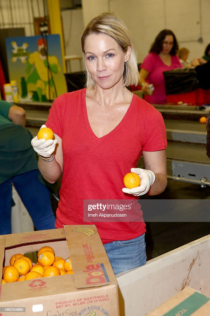 Jennie Garth attends the 'Hope for the Holidays' volunteer event at LA Regional Food Bank on December 10 2014 in Los Angeles California