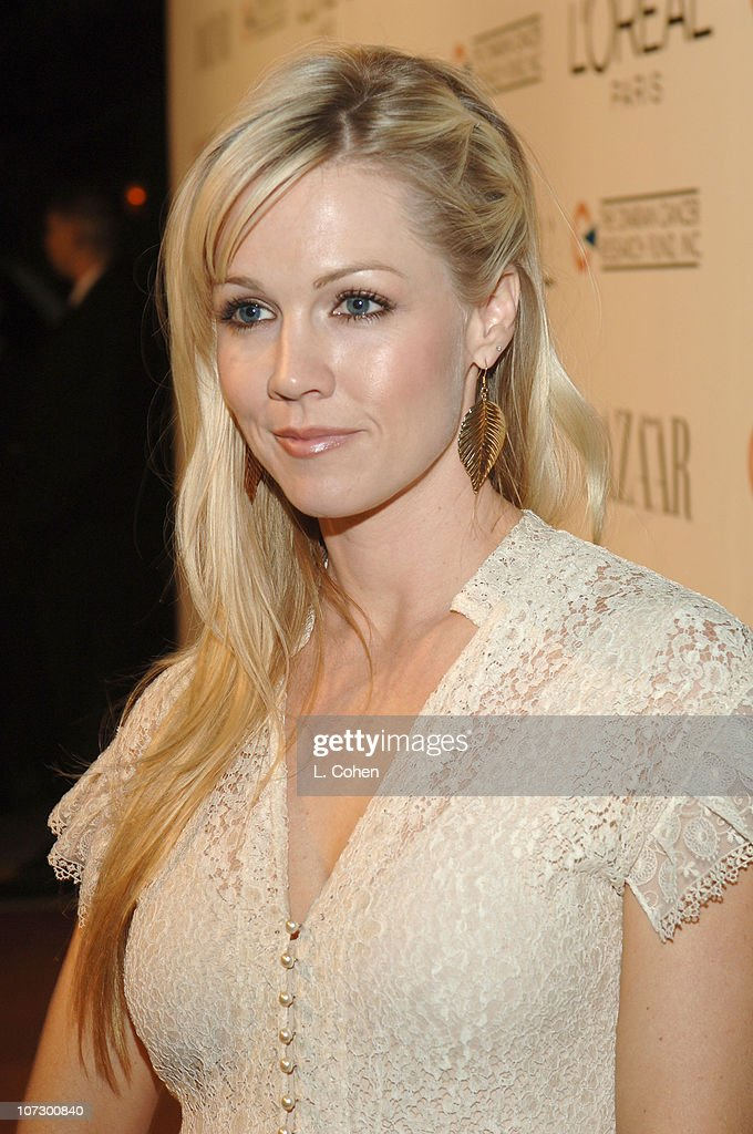 Jennie Garth during L'Oreal Paris Presents 'As Seen in...Harper's Bazaar' to Benefit the Ovarian Cancer Research Fund Hosted by Eva Longoria and Milla Jovovich - Red Carpet at Lindbrook Gallery in Westwood, California, United States.