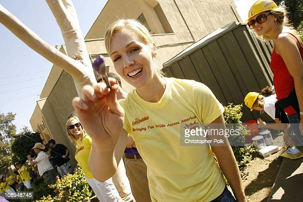 Jennie Garth helps build a new playground with Lunchables and KaBOOM in Los Angeles on Wednesday August 29 2007 More than 200 volunteers helped...