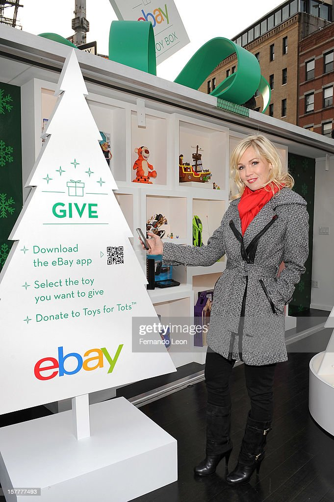 Jennie Garth shows eBay's new way to give and get the season's hottest toys with mobile at The eBay Toy Box in New York City on December 6, 2012.