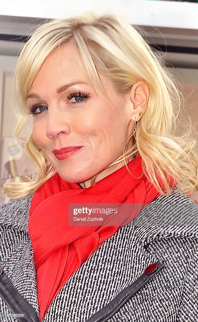 Jennie Garth visits the eBay Toy Box pop-up shop on December 6, 2012 in New York City.