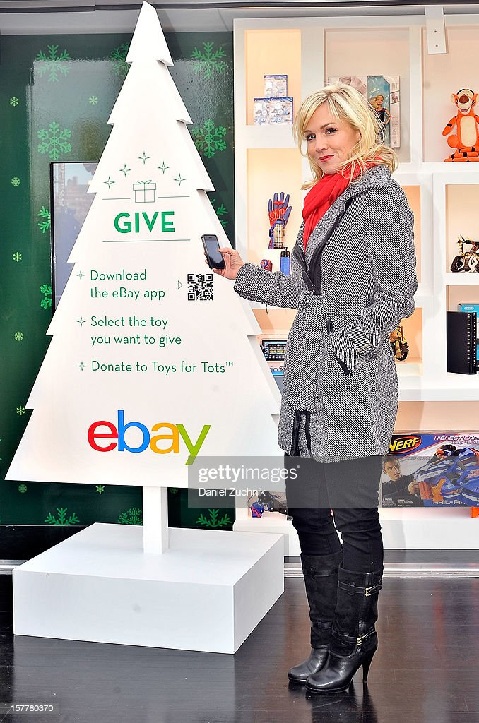 <a gi-track='captionPersonalityLinkClicked' href=/galleries/search?phrase=Jennie+Garth&family=editorial&specificpeople=210841 ng-click='$event.stopPropagation()'>Jennie Garth</a> visits the eBay Toy Box pop-up shop on December 6, 2012 in New York City.
