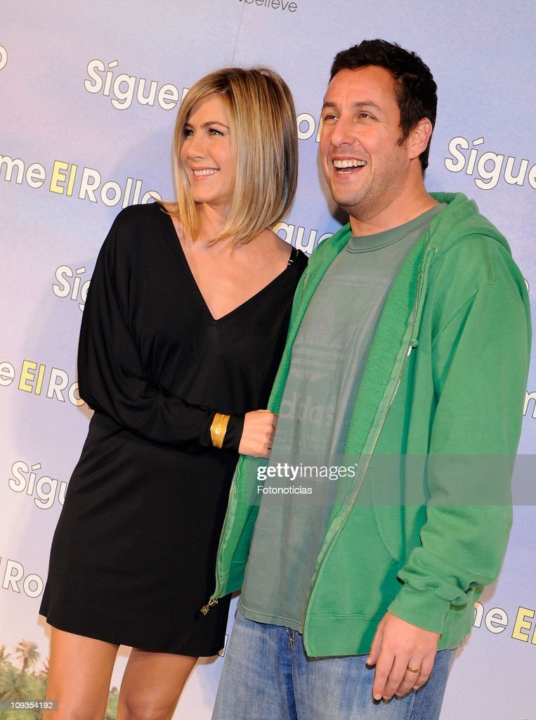 Jennifer Aniston (L) and Adam Sandler attend the premiere party of 'Sigueme el Rollo' (Just Go With It) at the Room Mate Oscar Hotel on February 22, 2011 in Madrid, Spain.