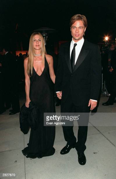 Jennifer Aniston and Brad Pitt at the Vanity Fair Party held at Morton's for the 72nd Annual Academy Awards 32600 Hollywood CA Photo Evan...