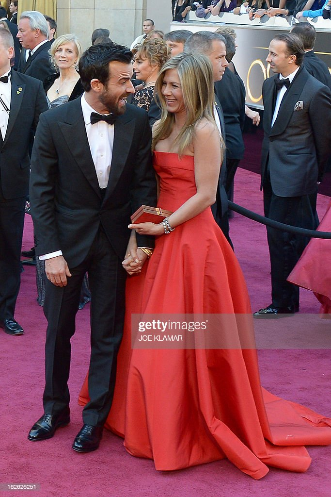 Jennifer Aniston and Justin Theroux arrive on the red carpet for the 85th Annual Academy Awards on February 24, 2013 in Hollywood, California.