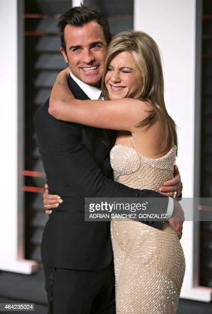 Jennifer Aniston and Justin Theroux arrive to the 2015 Vanity Fair Oscar Party in Beverly Hills California on February 22 2015 AFP PHOTO/ADRIAN...