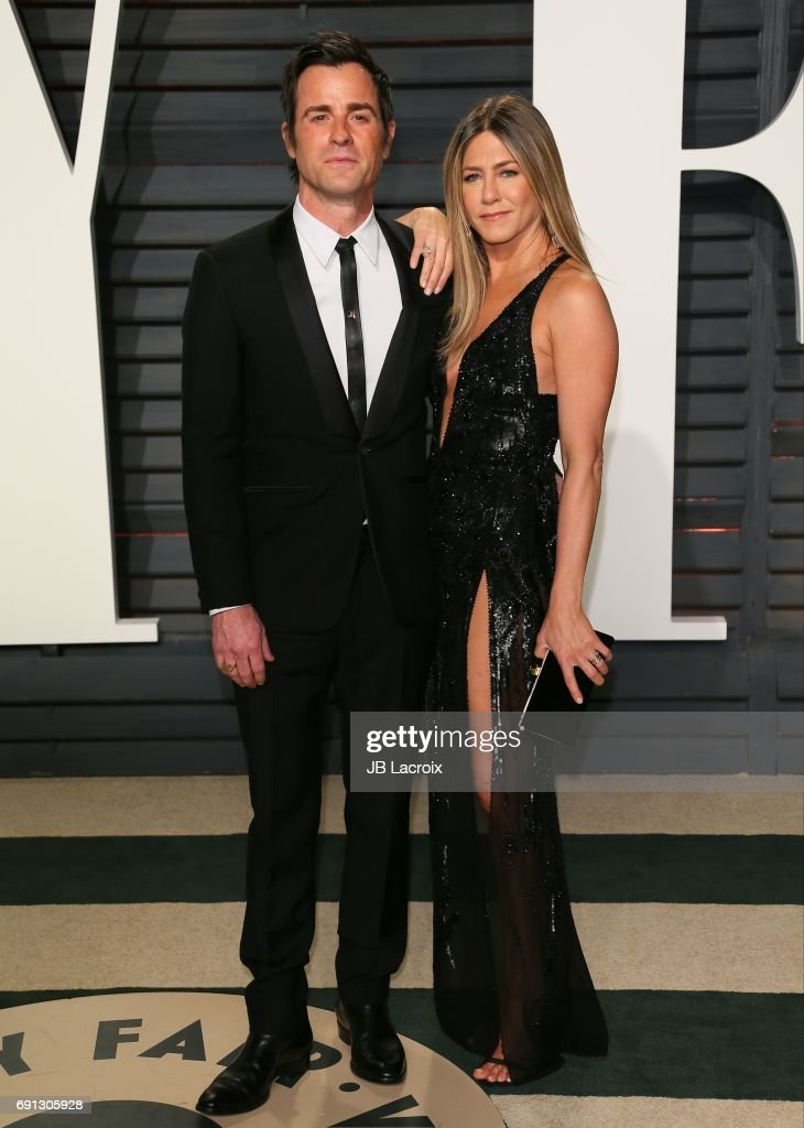 Jennifer Aniston and Justin Theroux attend the 2017 Vanity Fair Oscar Party hosted by Graydon Carter at Wallis Annenberg Center for the Performing Arts on February 26, 2017 in Beverly Hills, California.