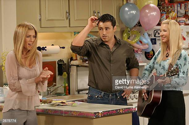Jennifer Aniston Matt LeBlanc and Lisa Kudrow fn the hit NBC series 'Friends' perform during one of their last shows on the Warner Bros lot Sept 12...