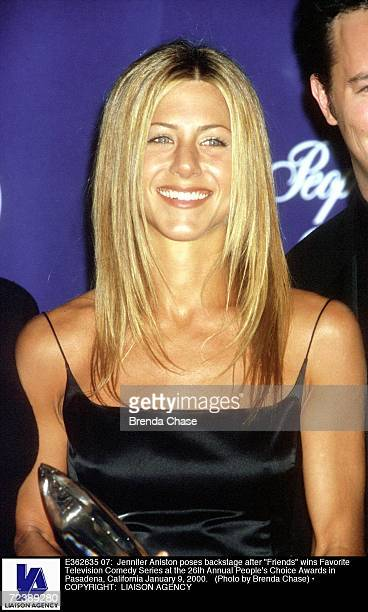 Jennifer Aniston poses backstage after 'Friends' wins Favorite Television Comedy Series at the 26th Annual People's Choice Awards in Pasadena...