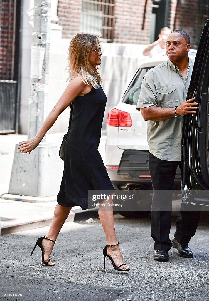 <a gi-track='captionPersonalityLinkClicked' href=/galleries/search?phrase=Jennifer+Aniston&family=editorial&specificpeople=202048 ng-click='$event.stopPropagation()'>Jennifer Aniston</a> seen on the streets of Manhattan on June 30, 2016 in New York City.
