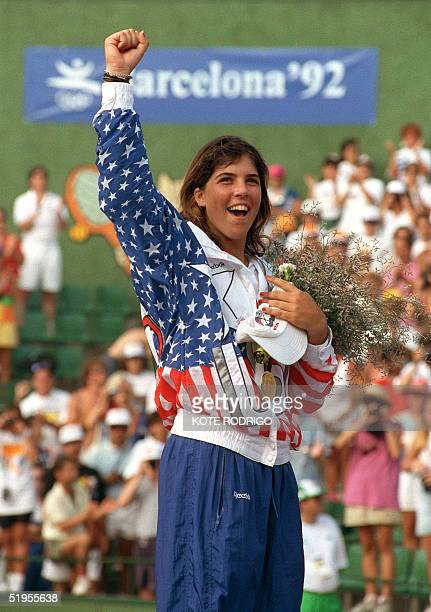 Jennifer Capriati jubilates on the podium 7 august 1992 after winning against German Steffi Graf in the tennis single women's final of the 1992...