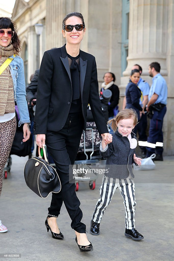 <a gi-track='captionPersonalityLinkClicked' href=/galleries/search?phrase=Jennifer+Connelly&family=editorial&specificpeople=201581 ng-click='$event.stopPropagation()'>Jennifer Connelly</a> and her daughter Agnes arrive at the gare du nord for the promotion of the movie Noah on April 1, 2014 in Paris, France.