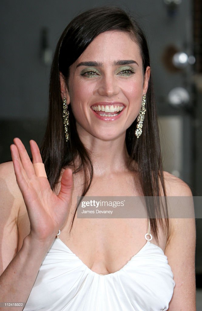 """Jennifer Connelly Visits the """"Late Show With David Letterman"""" - June 30, 2005"""