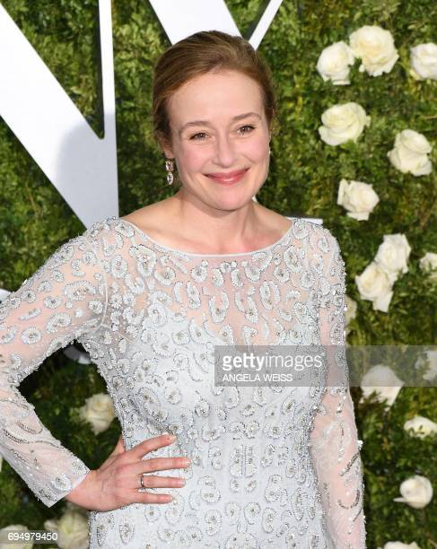 Jennifer Ehle attends the 2017 Tony Awards Red Carpet at Radio City Music Hall on June 11 2017 in New York City / AFP PHOTO / ANGELA WEISS