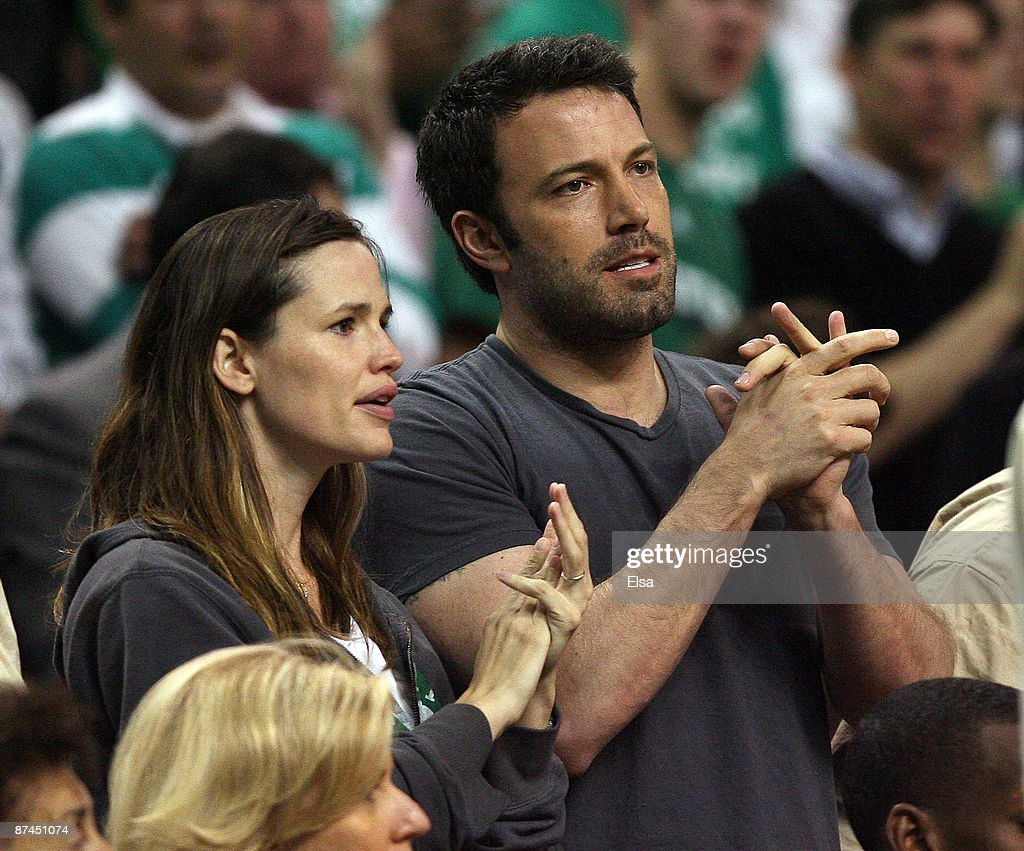 Jennifer Garner and Ben Affleck attend the Boston Celtics versus the Orlando Magic in Game Seven of the Eastern Conference Semifinals during the 2009...
