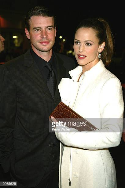 Jennifer Garner and Scott Foley at the premiere of 'Catch Me If You Can' at the Village Theatre in Westwood Ca Monday Dec 16 2002 Photo by Kevin...
