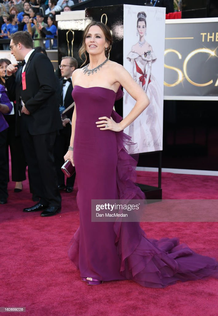 Jennifer Garner arrives at the 85th Annual Academy Awards at Hollywood & Highland Center on February 24, 2013 in Hollywood, California.