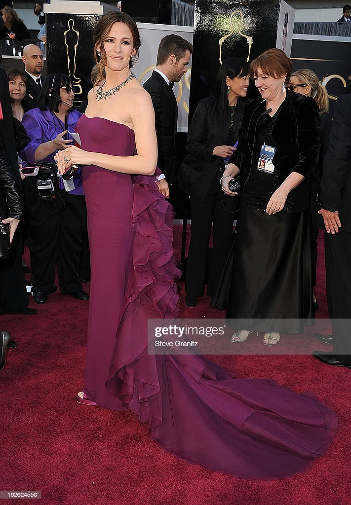 Jennifer Garner arrives at the 85th Annual Academy Awards at Dolby Theatre on February 24, 2013 in Hollywood, California.