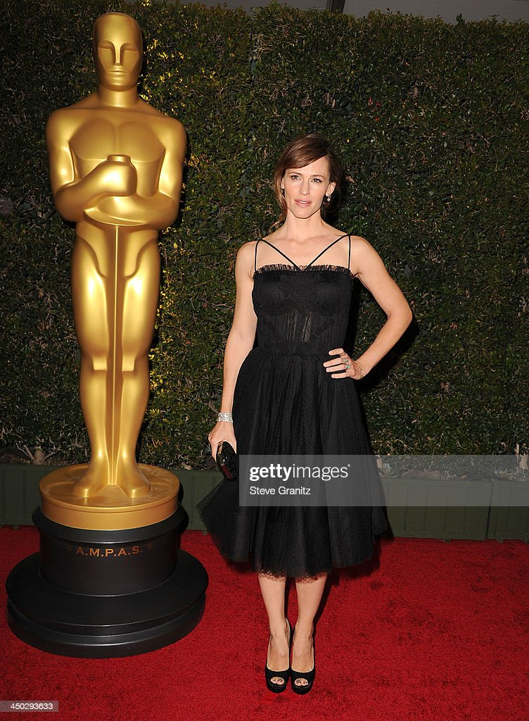 <a gi-track='captionPersonalityLinkClicked' href=/galleries/search?phrase=Jennifer+Garner&family=editorial&specificpeople=201813 ng-click='$event.stopPropagation()'>Jennifer Garner</a> arrives at the The Board Of Governors Of The Academy Of Motion Picture Arts And Sciences' Governor Awards at Dolby Theatre on November 16, 2013 in Hollywood, California.