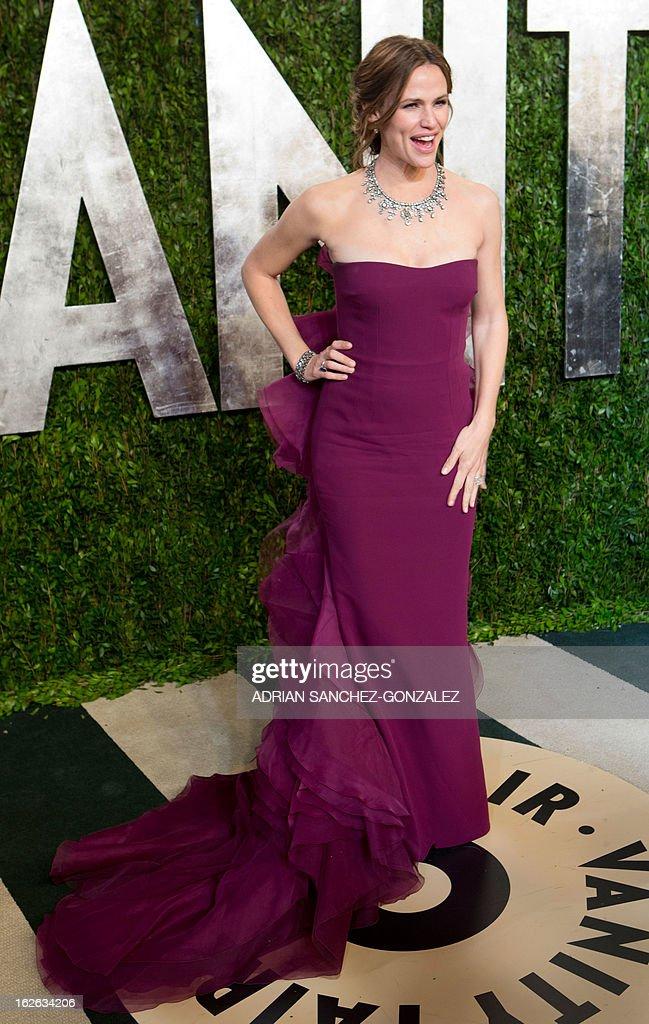 Jennifer Garner arrives for the 2013 Vanity Fair Oscar Party on February 24, 2013 in Hollywood, California.