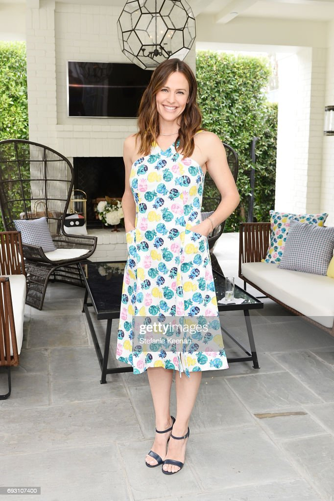 Jennifer Garner attends NET-A-PORTER x Draper James Event on June 6, 2017 in Beverly Hills, California.